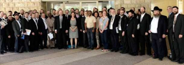 The Chief Rabbi's delegation meets with Hebrew University students. Standing next to Chief Rabbi Ephraim Mirvis is Dina Gidron, Israel Representative of the Pears Foundation (UK). (Photo: Office of the Chief Rabbi)