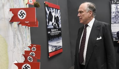 Ronald S. Lauder visits the 'Babi Yar: History and Destiny' exhibition in Kyiv on Wednesday, 28 September 2016 (credit: Shahar Azran)