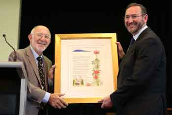 Synagogue president Michael Gold make a presentation to Rabbi Jeremy Lawrence  photo: Gisell Haber
