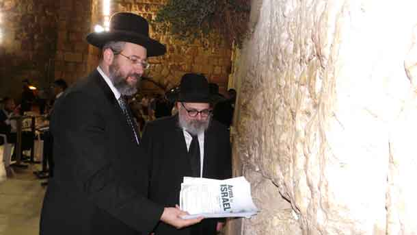 Rabbi Lau and Rabbi Ulman deliver the messages