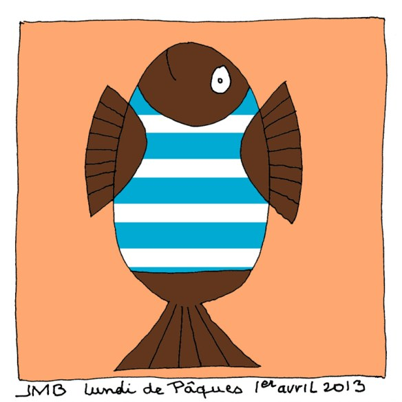 œuf-poisson posé sur sa queue coquetier