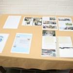 Sivupöydältä löytyi tietoa ja kuvia sukuseuran toiminnasta