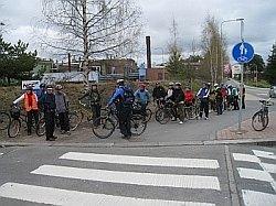 Pyöräilyviikon perinteisellä Vaikuttajien Pyöräilyllä tutustumassa pyöräilyolosuhteiden ongelmakohtiin.