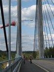 Fillarointia Kärkisten sillalla JYPS:in pyöräretkellä elokuussa 2006.