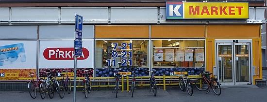 K-Kauppa Kymppi Kauppakadulla on Jyväskylän keskusta-alueen ainut liike, joka on oma-aloitteisesti toteuttanut kunnollisen pyöräparkin. Tutkimusten mukaan pyöräilyn tukeminen lisää kaupan myyntiä: pyöräilijät ostavat kerralla vähemmän mutta vierailevat kaupassa useammin.
