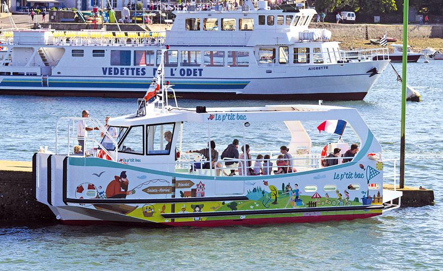 Habillage du bateau Le ptit bac de Benodet