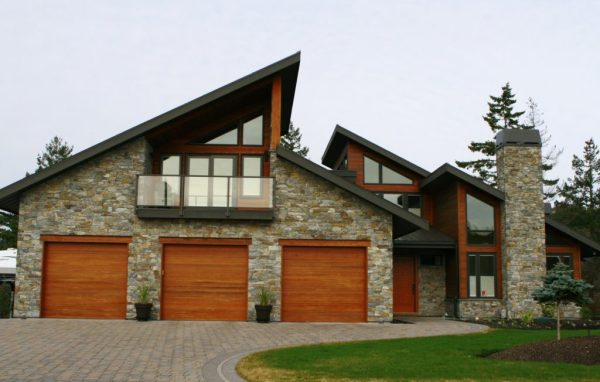 3 car garage with natural stone