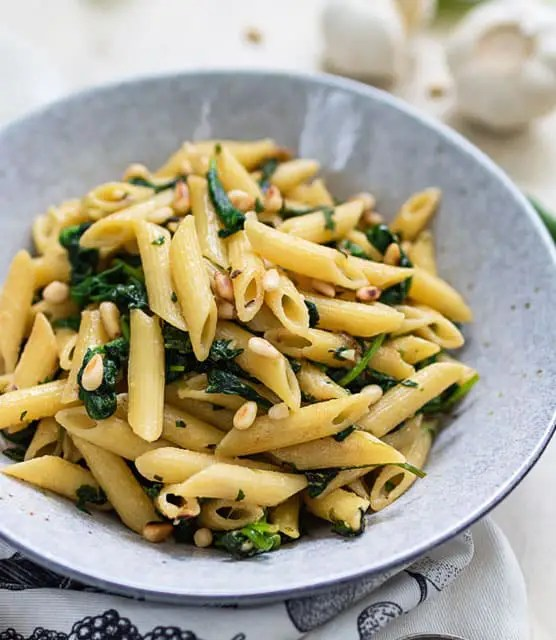 Nutty spinach pasta