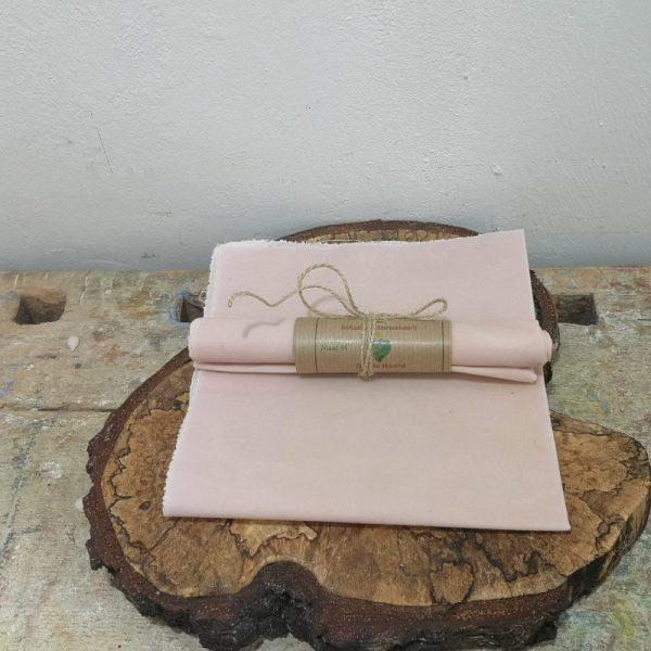 Wasdoek licht roze, 35 cm x 35 cm.