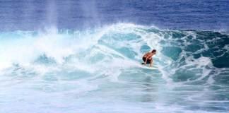 Surfer Asing Lirik Pantai Mustika