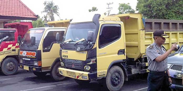 Dump-truck-yang-sempat-diamankan-ke-Polres-ini-sudah-dikembalikan-kepada-pemiliknya.