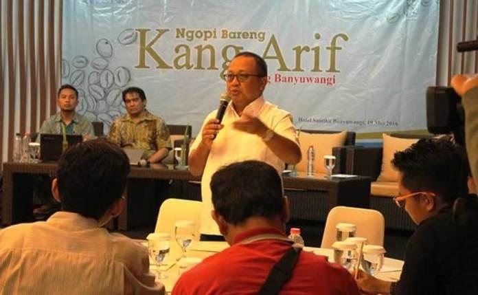 Kang-Arif-Firman,-salah-satu-direktur-PT-BSI-saat-acara-Ngopi-Bareng-di-Hotel-Santika-bersama-aktivis-dan-awak-media