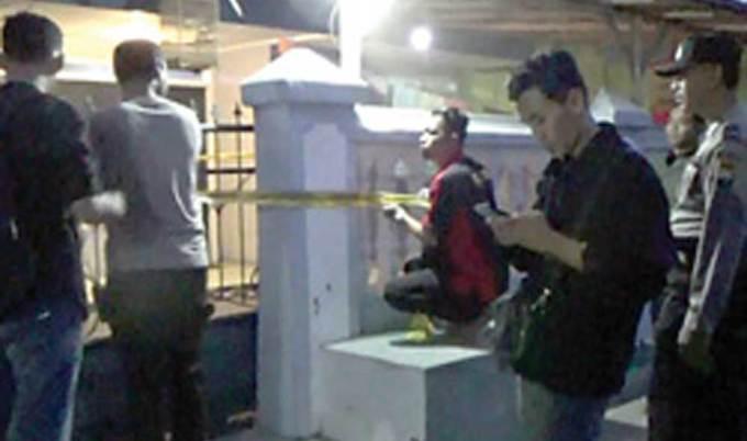 Police-line-masih-melintang-di-rumah-korban-di-Perumahan-Sobo-Indah-Permai-Blok-H-02,-Banyuwangi.
