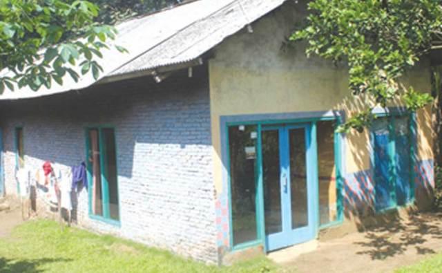 Rumah-SN-di-Dusun-Ramean,-Desa-Margomulyo,-Kecamatan-Glenmore-terlihat-lengang,-seluruh-penghuni-berada-di-Polres-Banyuwangi,-kemarin