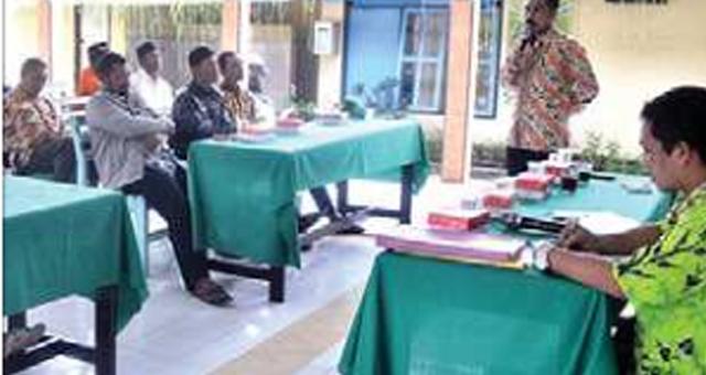 kepala-desa-yosomulyo-didik-kartika-saat-memberi-sambutan-dalam-pilkadus-di-kantor-desa