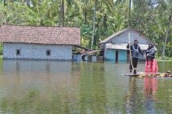 Banjir di Muncar Belum Surut, Air Menggenang Setinggi Dada Orang Dewasa