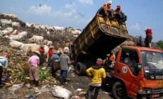 Permalink ke Warga Kembali Blokir Jalur Truk Sampah ke TPA Aia Dingin