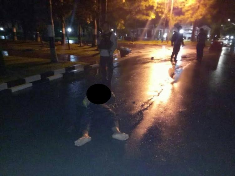 suasana di pos I Pejangaan Luar Mapoldasu saat terjadi teror. Satu pelaku tewas dan anggota Yanma Poldasu juga tewas. beritasumut.