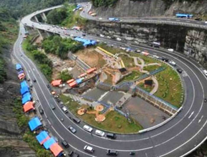 Jembatan kelok 9 di Kabupaten Limapuluh Kota, Jalur Lintas Sumatera Bagian Barat, yang menghubungkan Sumbar-Riau. Antara