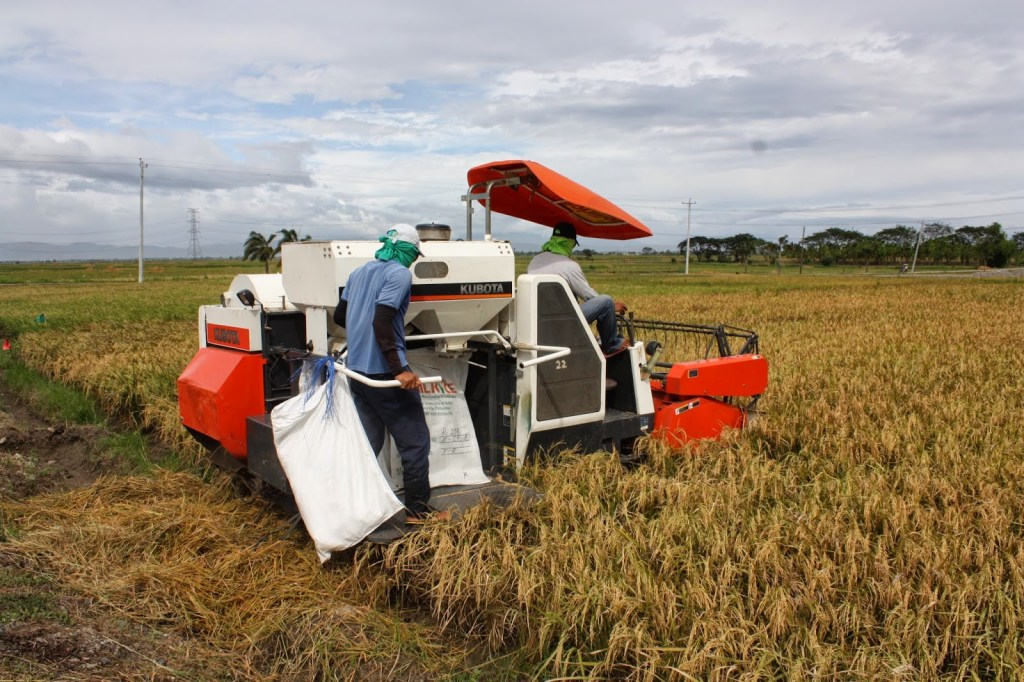 alat mekanisasi pertanian (internet)