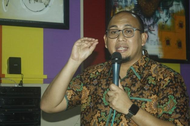 Andre Rosiade saat memberikan sambutan dalam pertemuan dengan para kader dan simpatisan DPC Gerindra Kota Padang bertempat di Kafe 17, Jalan Situjuh, Kota Padang, Selasa (3/10/2017).