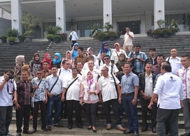 Studi banding Forum Wartawan Parlemen dan DPRD Kota Padang terkait peningkatan komunikasi dan kerjasama antar organisasi di DPRD Kota Bandung, Senin (13/11/2017).
