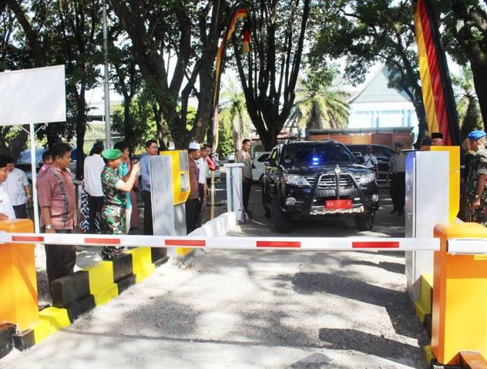 Parking Gate yang dibuat oleh Pemko Padang di kawasan GOR Agus Salim, Kota Padang. Foto : Istimewa