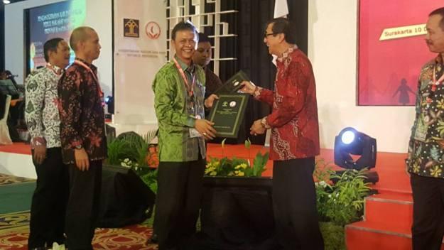 Penghargaan dari Kementerian Hukum dan HAM RI itu diserahkan oleh Menteri Hukum dan HAM Yasonna H. Laoly pada puncak peringatan Hari HAM Sedunia ke-69 di Surakarta, Minggu (10/12/2017) kemarin.