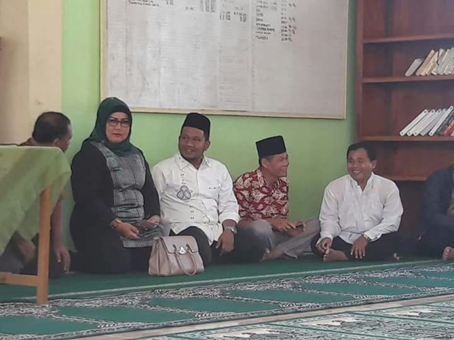 Reses di Mesjid Al Kuwait Kompleks Mitra Utama II Banuaran, Jumat (8/2/2018).
