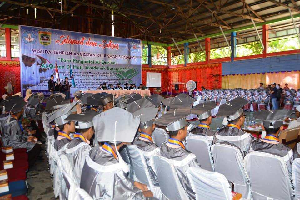 Wisuda 225 siswa Tahfiz Qur'an SMA 3 Padang di Aula SMA 3 Padang, Gunung Pangilun, Kota Padang. Foto : Istimewa