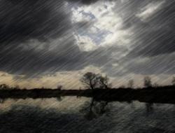 Waspada Gelombang Tinggi dan Hujan