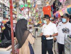 Sosialisasi AKB, Gubernur Sumbar Bagikan Masker di Pasar Pariaman
