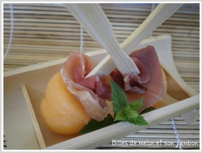 Menu du dimanche avec en entrée brochettes de melon et jambon sur ©Kaderick en Kuizinn