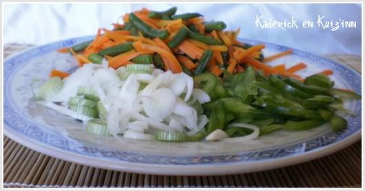 Préparation de la julienne de légumes au wok