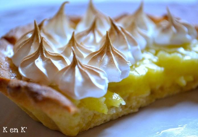Recette de la tarte au citron meringuée garnie de lemon curd avec une pâte sucrée maison