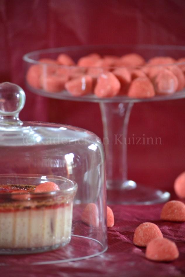 Photo-Crème brûlée aux fraises tagada pour le thème gourmandises du projet vivre la photo