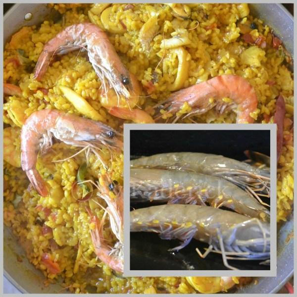Recette Espagnole plancha : Paella aux gambas cuite dans un plat en acier à la plancha