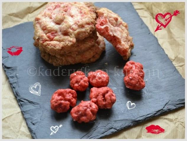 Présentation des cookies aux pralines sur une ardoise noire pour un dessert de St-Valentin