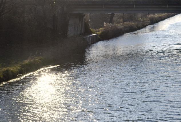 """Photo du Canal du Midi sous le beau soleil de Toulouse pour le thème """"Briller"""" du projet 52 de """"vivre la photo"""""""