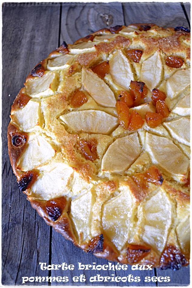Recette tarte briochée aux pommes et abricots secs a manger avec une crème à la vanille