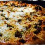 Snack - pizza maison steak haché et mozzarella, une recette de la cuisine italienne