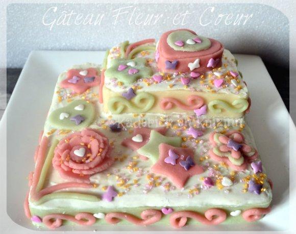 Recette du gateau fête des mères décoré de fleur et de coeur avec de la pâte d'amande verte et rose
