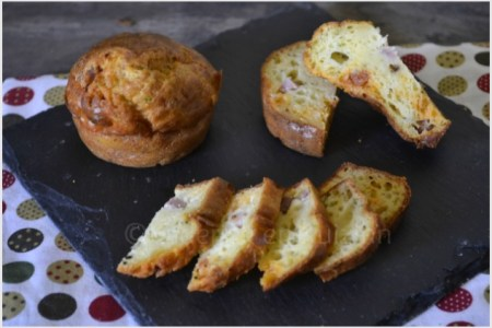 Recette de mini cake chorizo courgette bio cuit dans des moules en silicone individuel