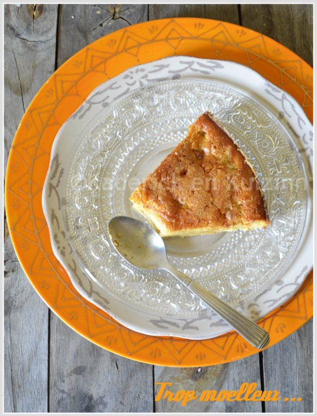 Dégustation du moelleux pomme rhubarbe pour un goûter gourmand