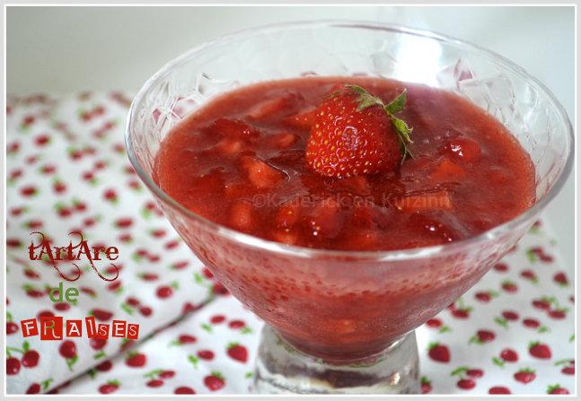 Présentation du tartare de fraises bio pour un dessert frais et de saison