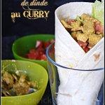 Recette des wraps de dinde au curry et crudités avec des dès de tomate, des oignons frais et de la salade croquante