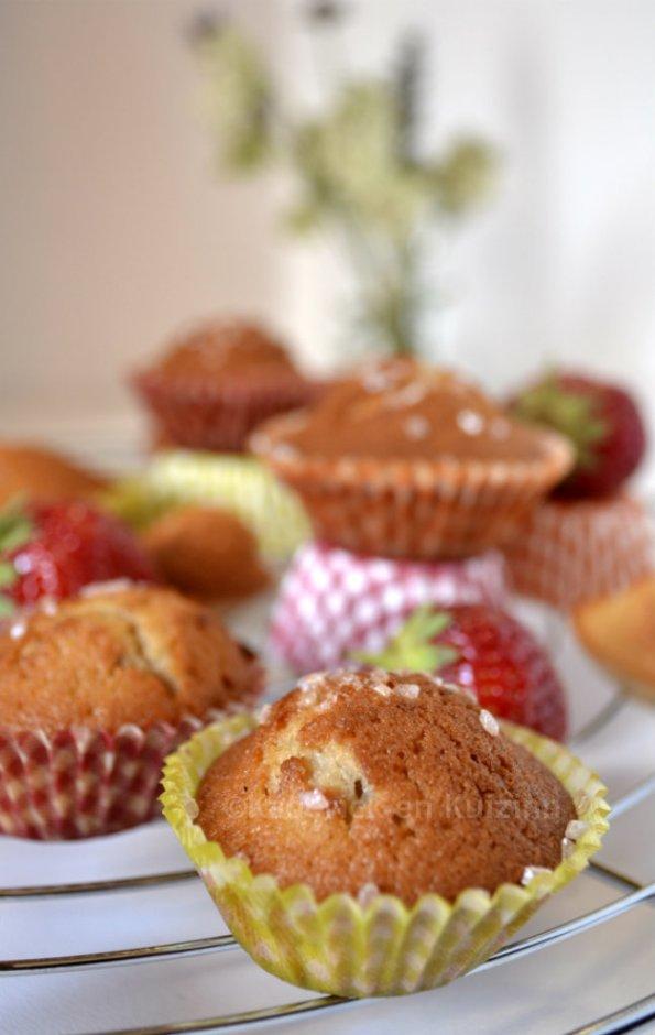 Présentation des petits gâteaux moelleux façon muffins aux fraises bio avec la recette des madeleines pour un goûter