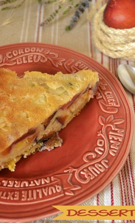Dessert gateau moelleux aux nectarines et abricots recouvert avec des amandes effilées