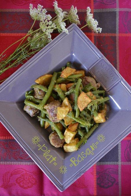 Plat Basque à la saucisse de Toulouse, frites et haricots verts bio une recette de mon enfance
