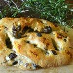Recette saine et durable fougasse à la tapenade d'olives noires et herbes de Provence pour un pain du dimanch